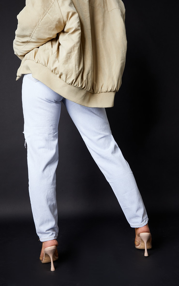 PRETTYLITTLETHING Light Bleach Wash Ripped Mom Jeans 3