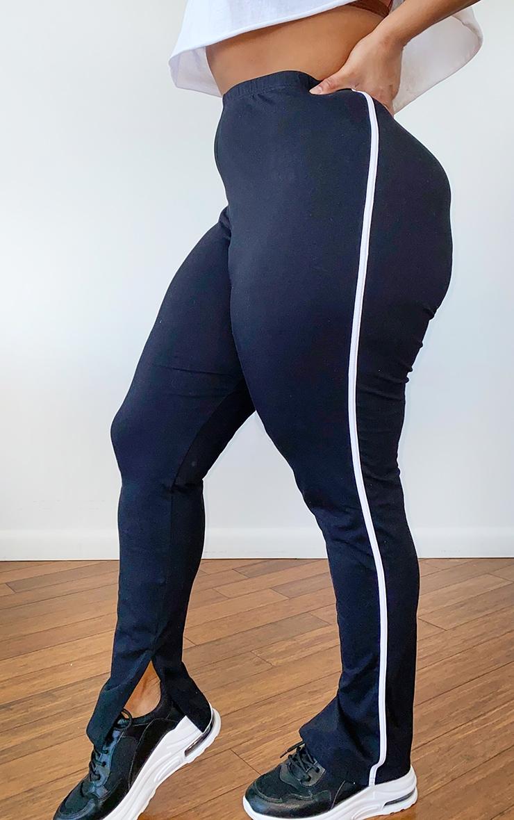 PLT Plus - Pantalon noir à bandes sport sur le côté et détail fendu 2