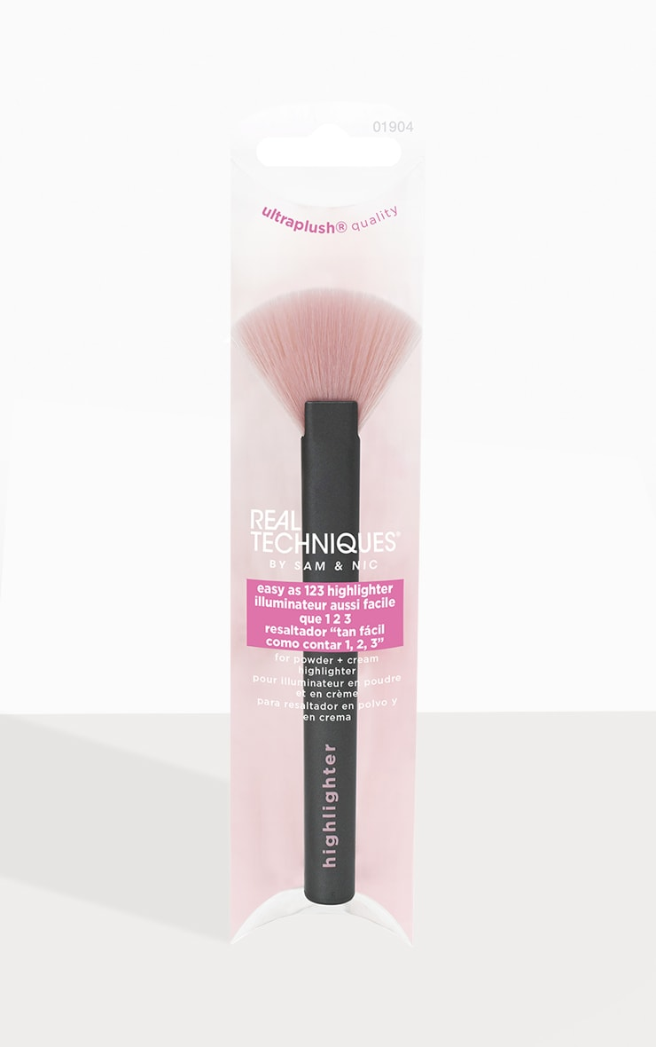 Real Techniques Easy As 123 Highlighter Brush 1