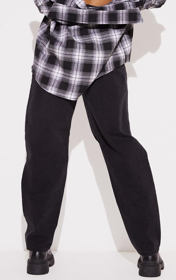 PRETTYLITTLETHING Tall - Jean boyfriend noir déchiré aux genoux 3