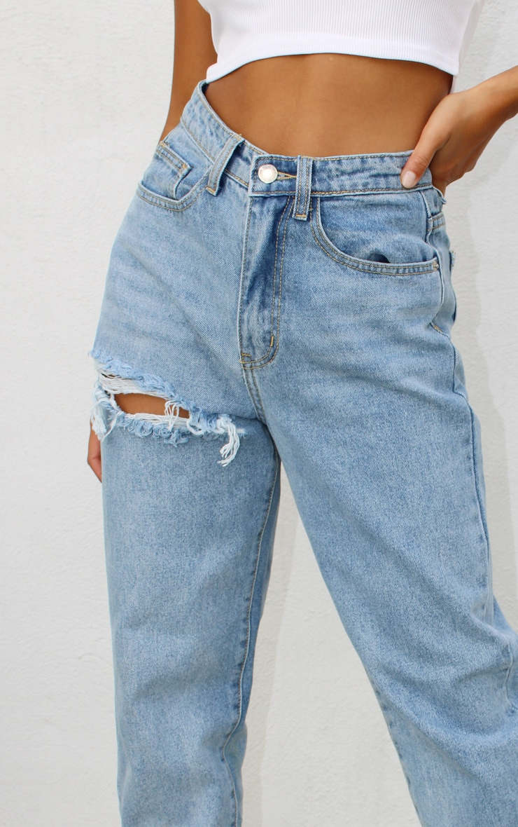 PRETTYLITTLETHING Petite Light Blue Wash Thigh Distressed Mom Jean 4
