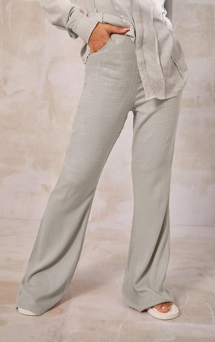 Pantalon jambes évasées vert sauge à rayures texturées et poches 2