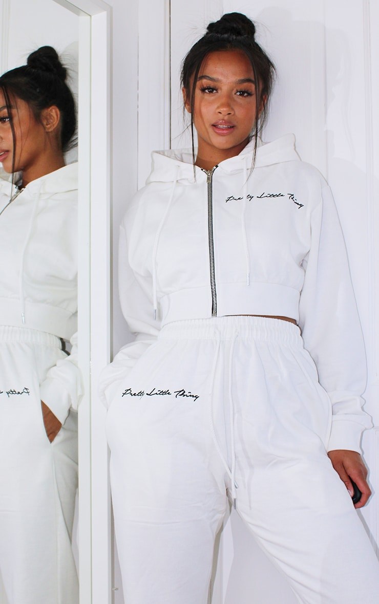 PRETTYLITTLETHING Petite White Cropped Embroidered Zip Hoodie 1