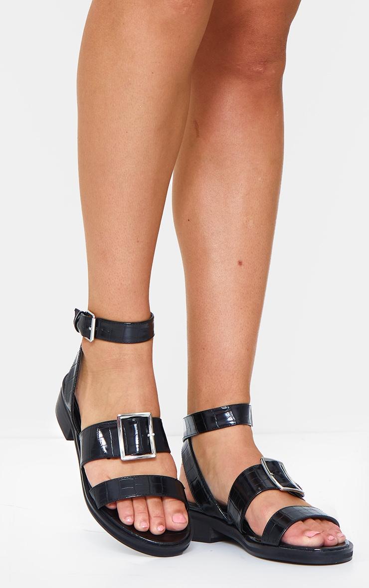 Sandales plates noires effet croco à boucles 1