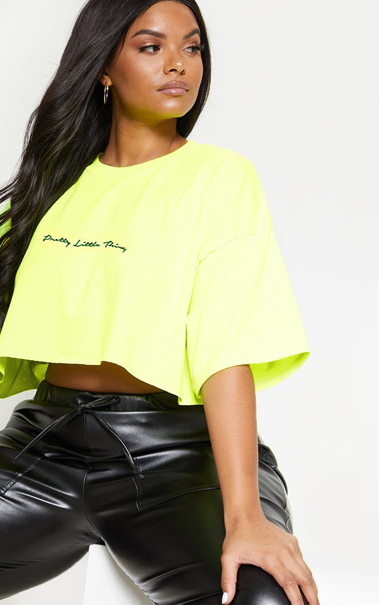 PRETTYLITTLETHING Plus Neon Lime Slogan Cropped Shirt 1