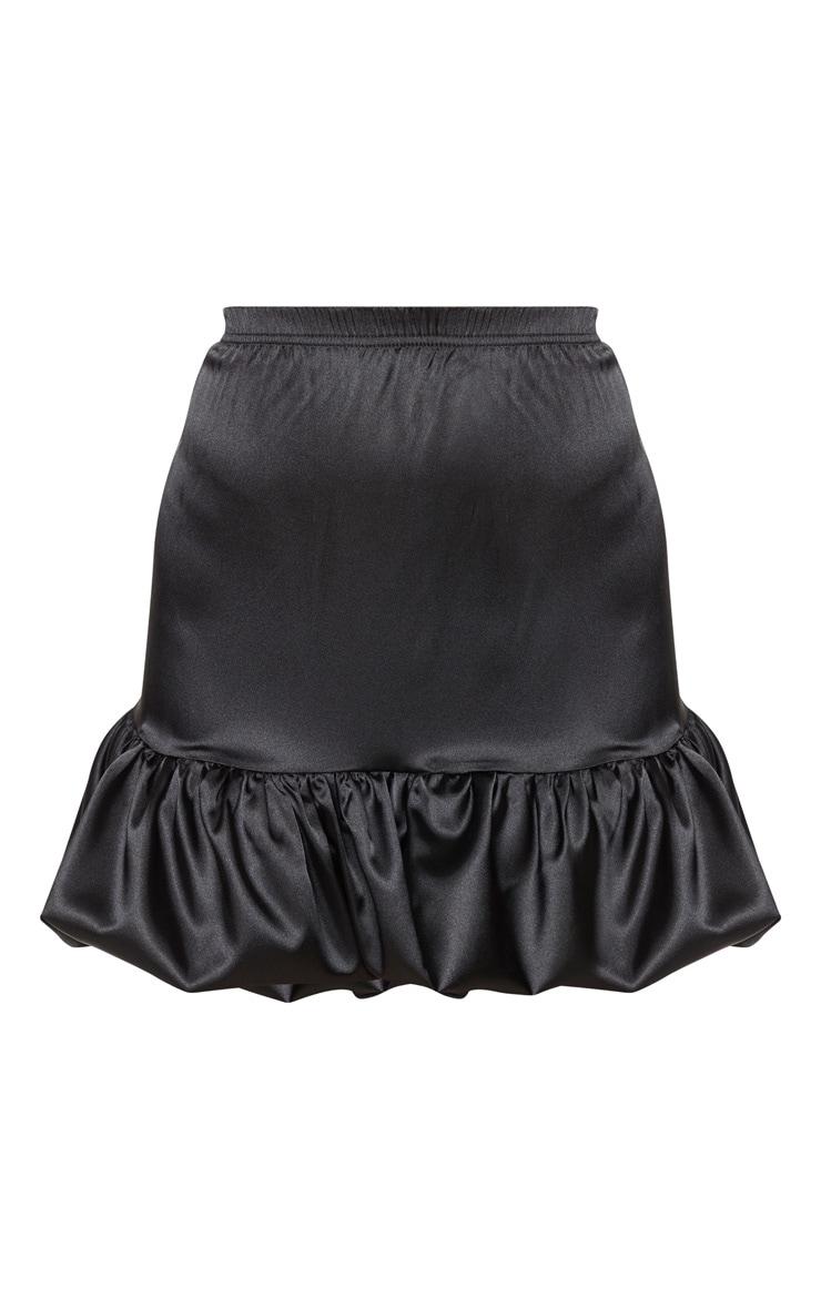 Mini-jupe satinée noire à ourlet volanté 6