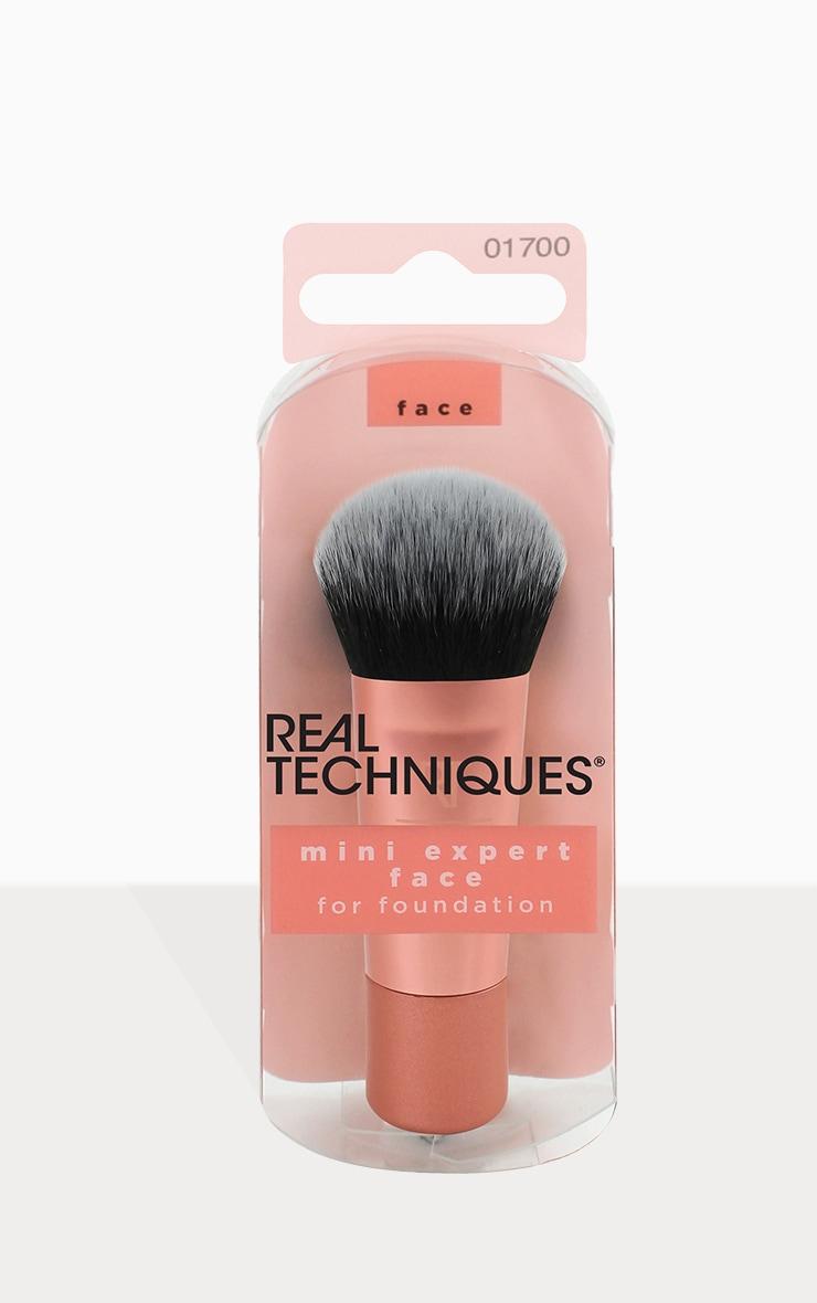 Real Techniques Mini Expert Face Brush 1
