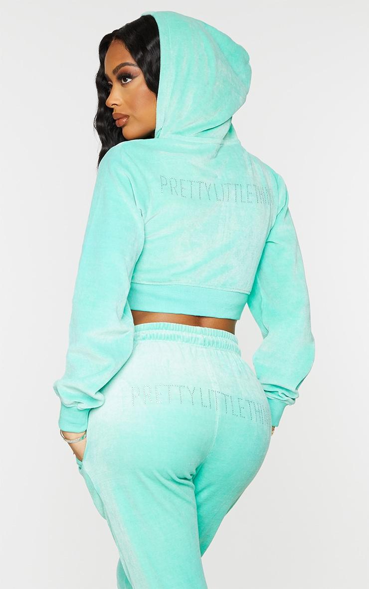 PRETTYLITTLETHING Shape Mint Velour Extreme Crop Sweatshirt 1