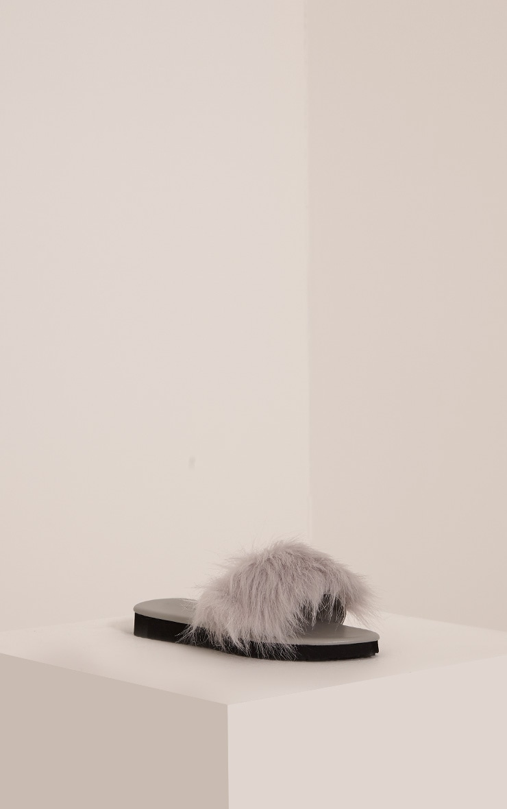 India Grey Fluffy Sliders 1