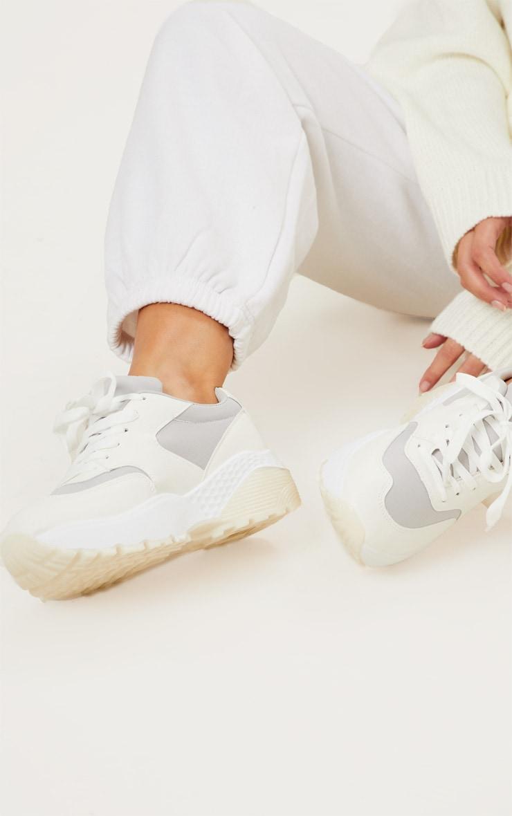 Baskets blanches chunky à détail gris