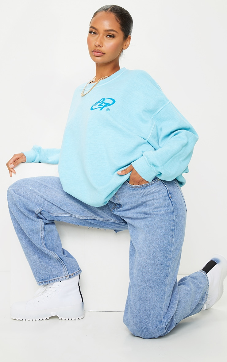 PRETTYLITTLETHING Blue Logo Washed Sweatshirt 3