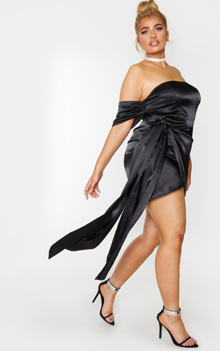 PLT Plus - Robe moulante satinée noire à détail froncé 3