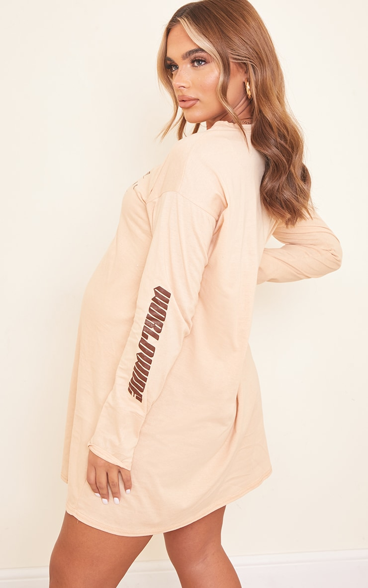 PRETTYLITTLETHING Maternity Camel Graphic T Shirt Dress 2