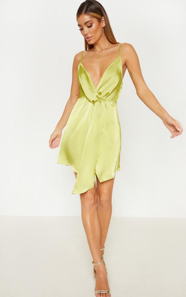 46a7ce2bdc61e Robe droite satinée vert citron effet drapé très décolletée image 1