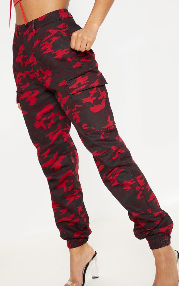 Pantalon cargo bordeaux imprimé camouflage 5