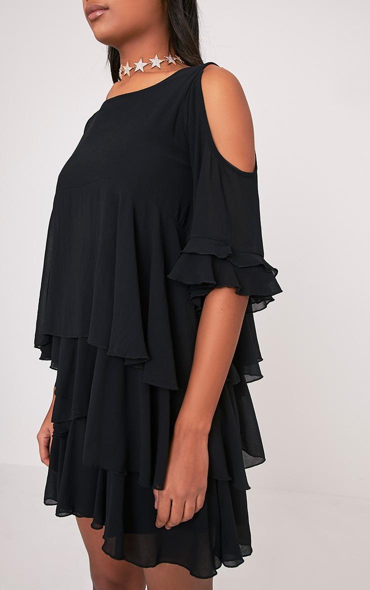 Tessa robe trapèze noire volantée à épaules découvertes 6