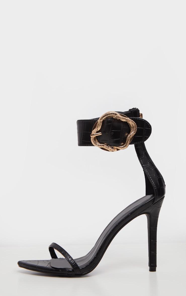 Sandales noires à large bride effet serpent à boucle  4