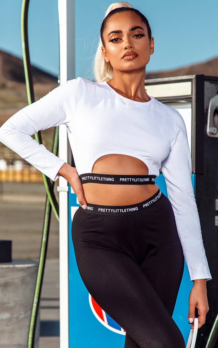 PRETTYLITTLETHING Petite White Long Sleeve Crop Top 1