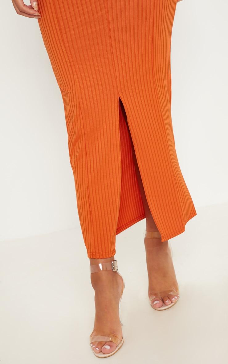 Robe mi-longue côtelée orange brûlé à décolleté plongeant 5