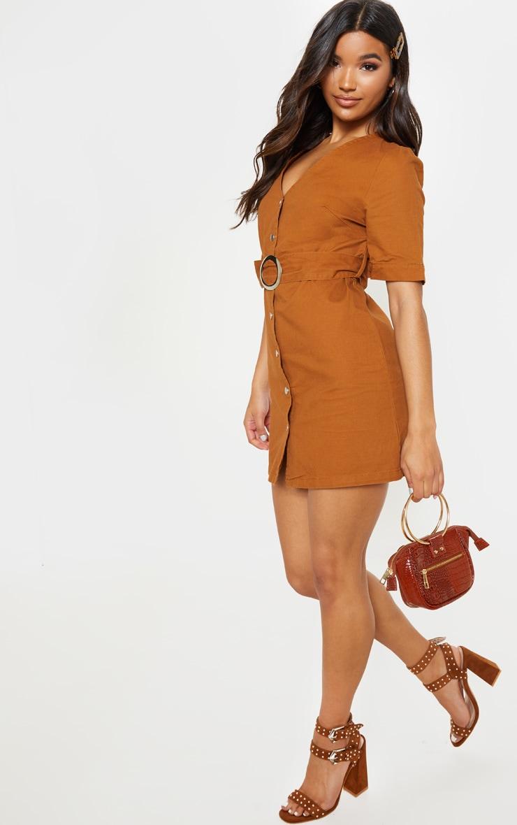 Mini-robe sable en jean avec ceinture à boucle 4