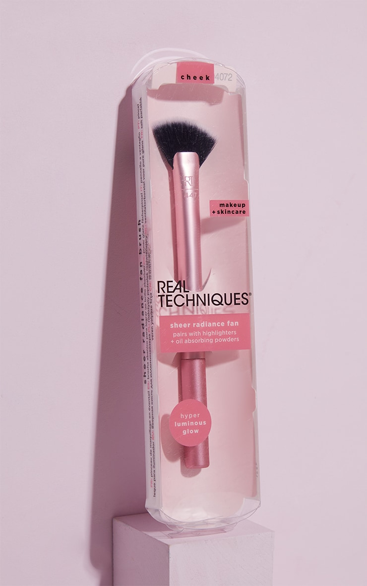 Real Techniques Sheer Radiance Fan 2