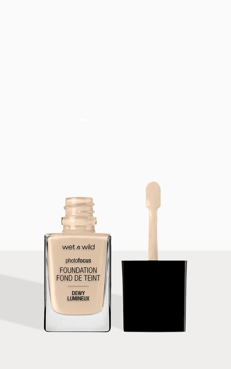 wet n wild Photo Focus Foundation Dewy Nude Ivory 2
