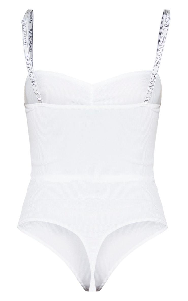 PRETTYLITTLETHING - Body côtelé blanc à bretelles logo 4