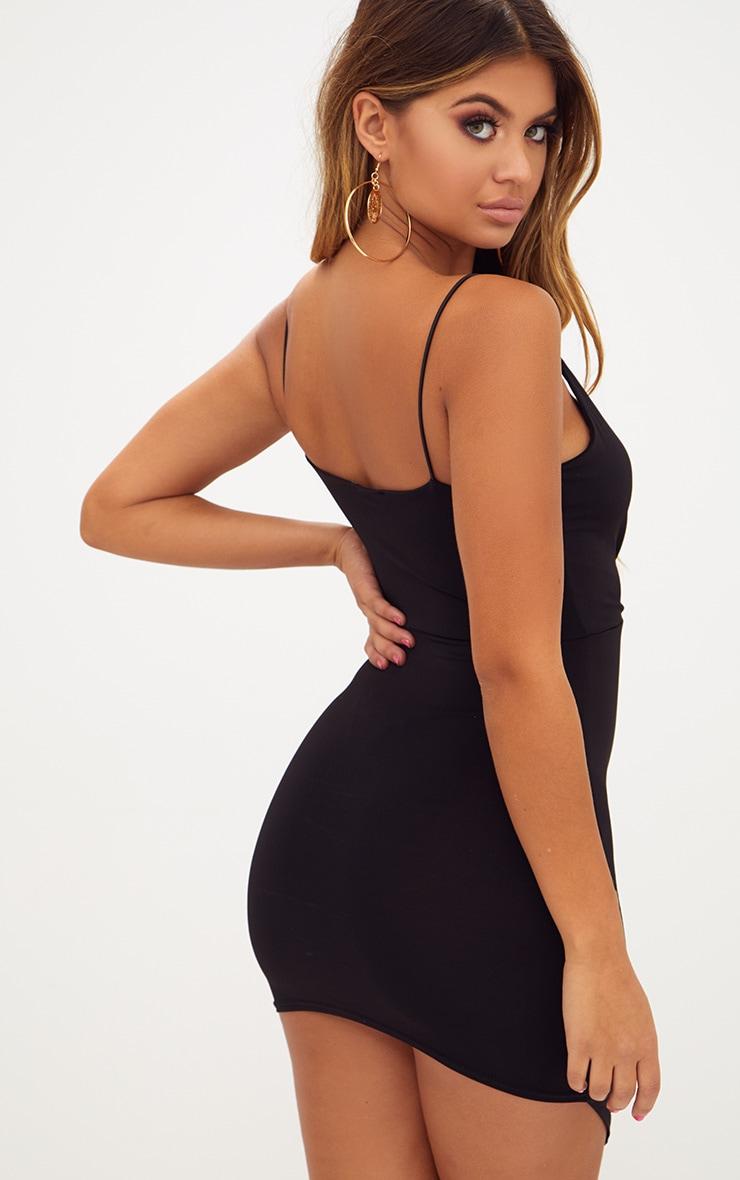 فستان أسود فاتن بقصة باديكون ملفوف بحمالات رفيعة 2