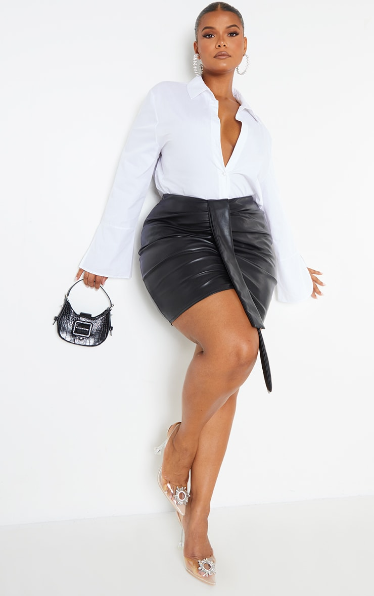 Plus Black Faux Leather V Front Ruched Mini Skirt 1