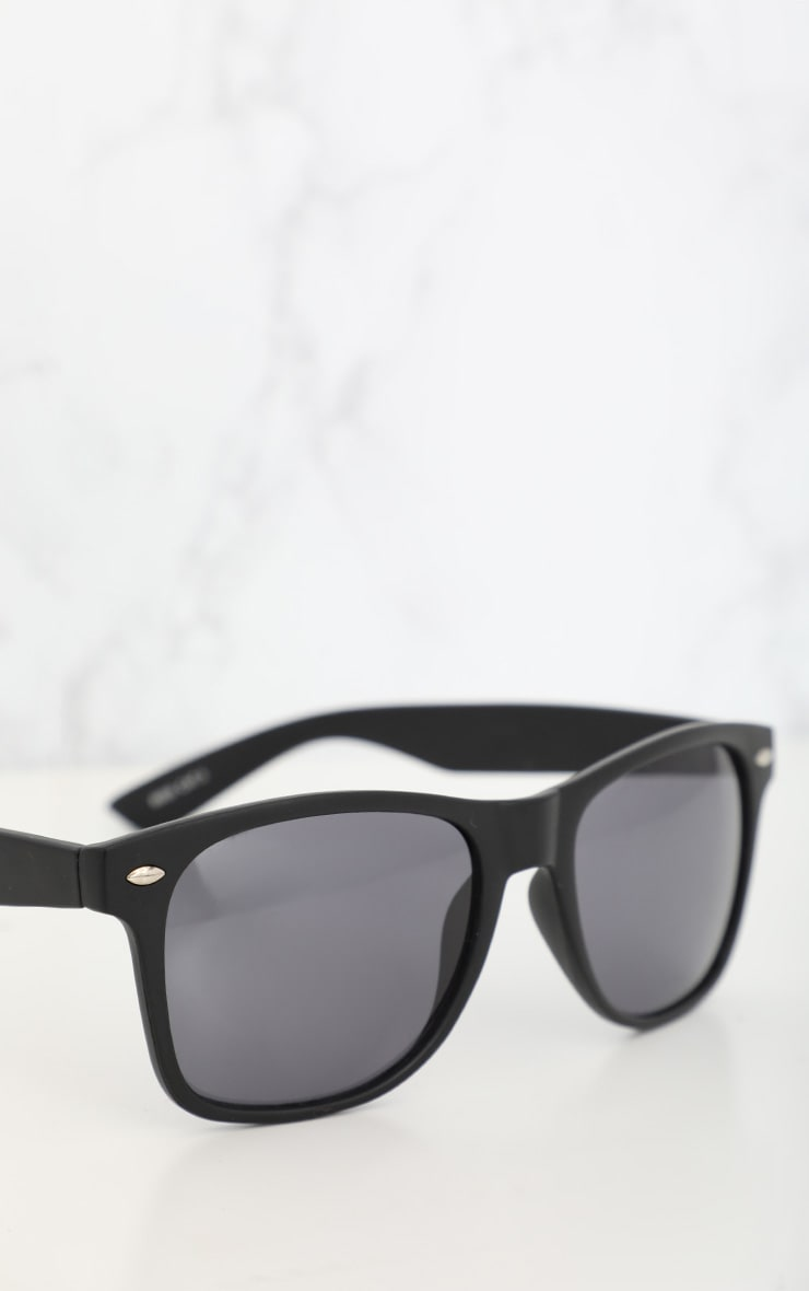 Black Basic Rounded Lens Sunglasses 3