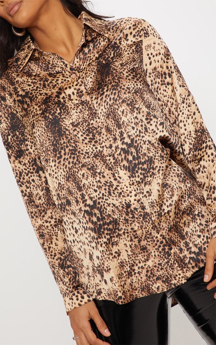 Chemise oversized à imprimé léopard brun 5