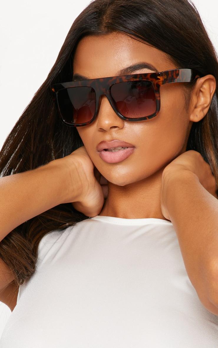 beb42dce2556 Tortoiseshell Flat Top Sunglasses | PrettyLittleThing USA