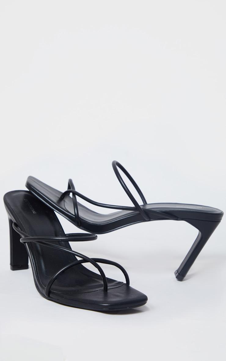 Mules carrées noires à triples brides style tong et talon aplati 4