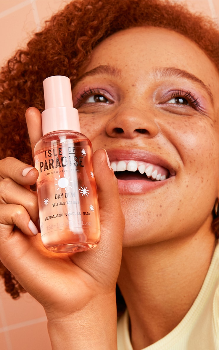 Isle of Paradise Day Dew Self-Tan Face Mist 3
