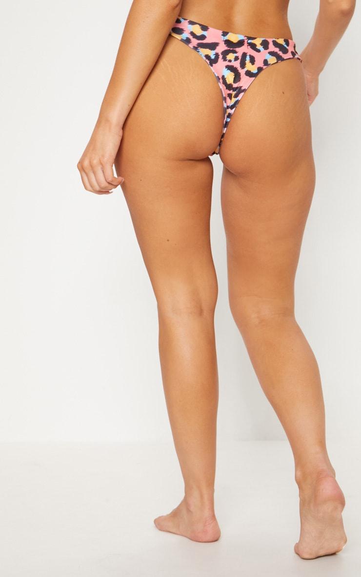 Bas de maillot de bain string rose à imprimé léopard 5