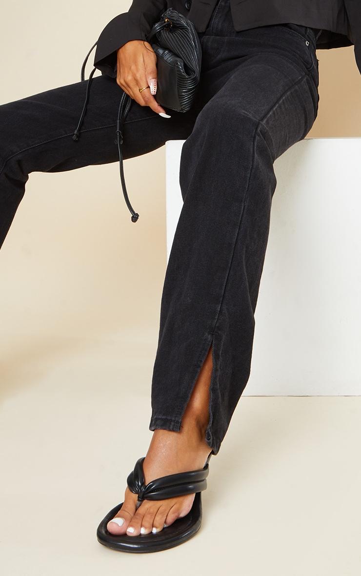 بنطلون جينز بنهاية مشقوقة باللون الأسود 4