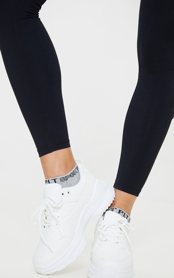 PRETTYLITTLETHING - Lot de 3 paires de chaussettes de sport noires et blanches 2