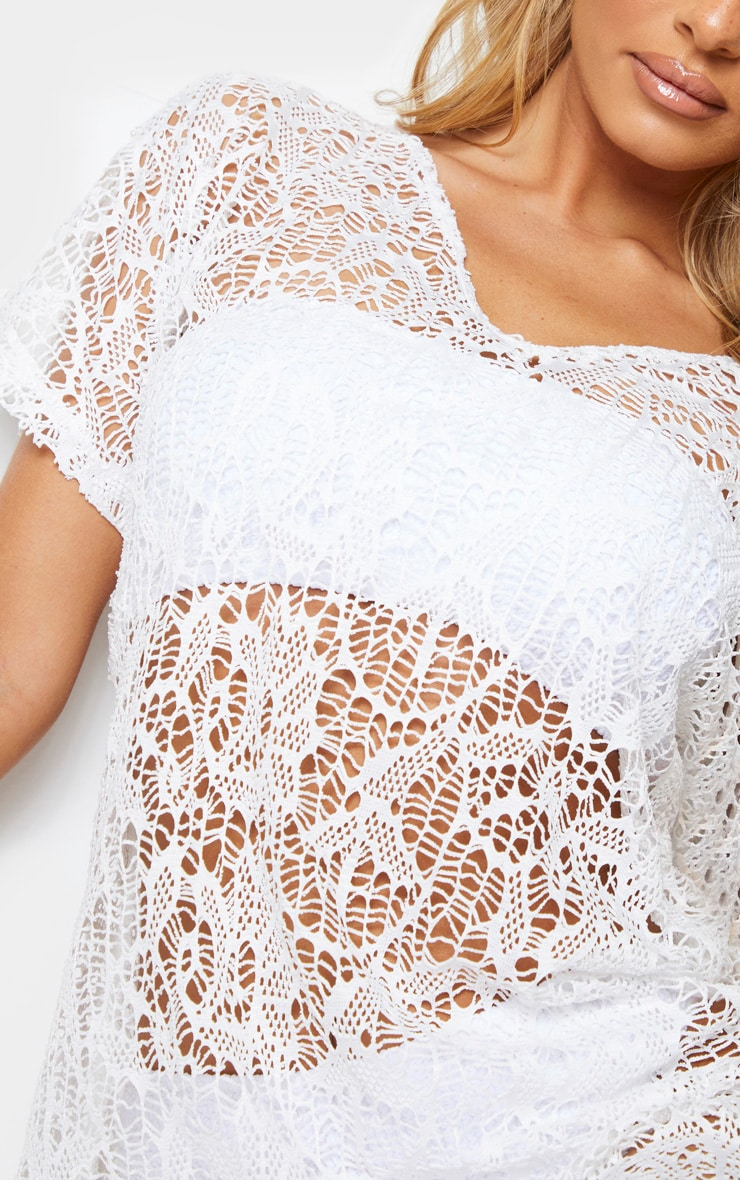 Robe tee-shirt de plage blanche en crochet  4