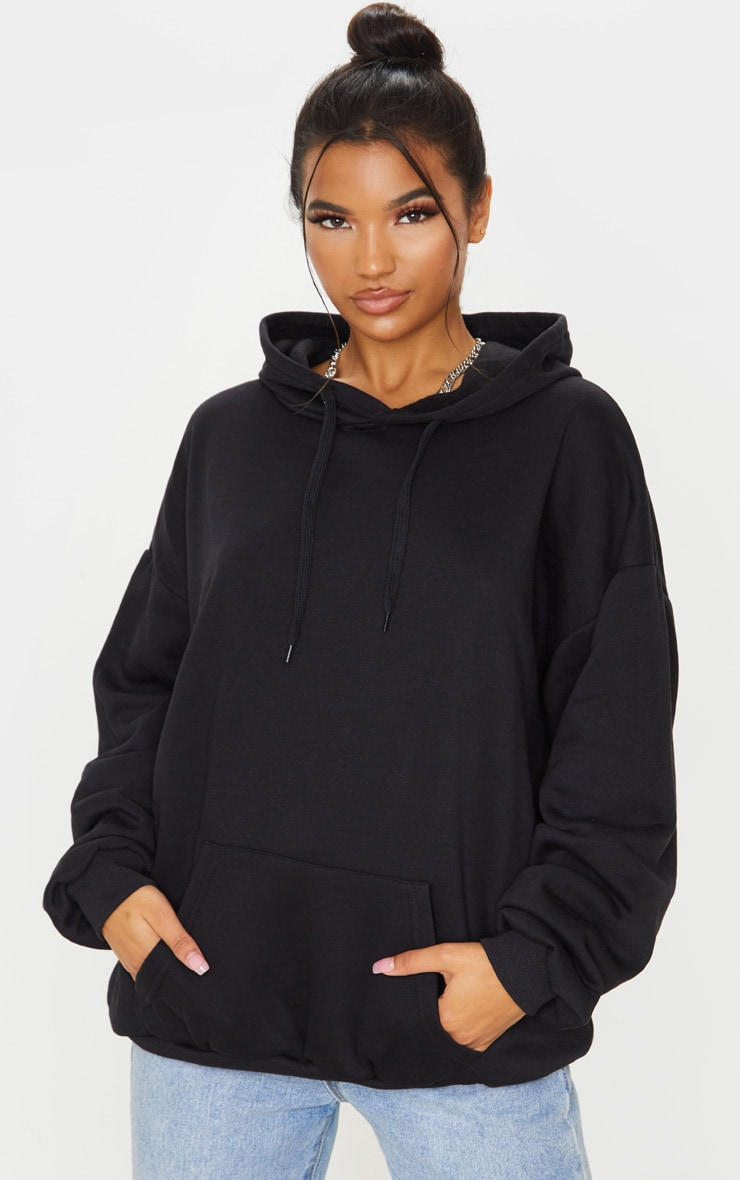 Hoodie Oversize Noir Classique by Prettylittlething