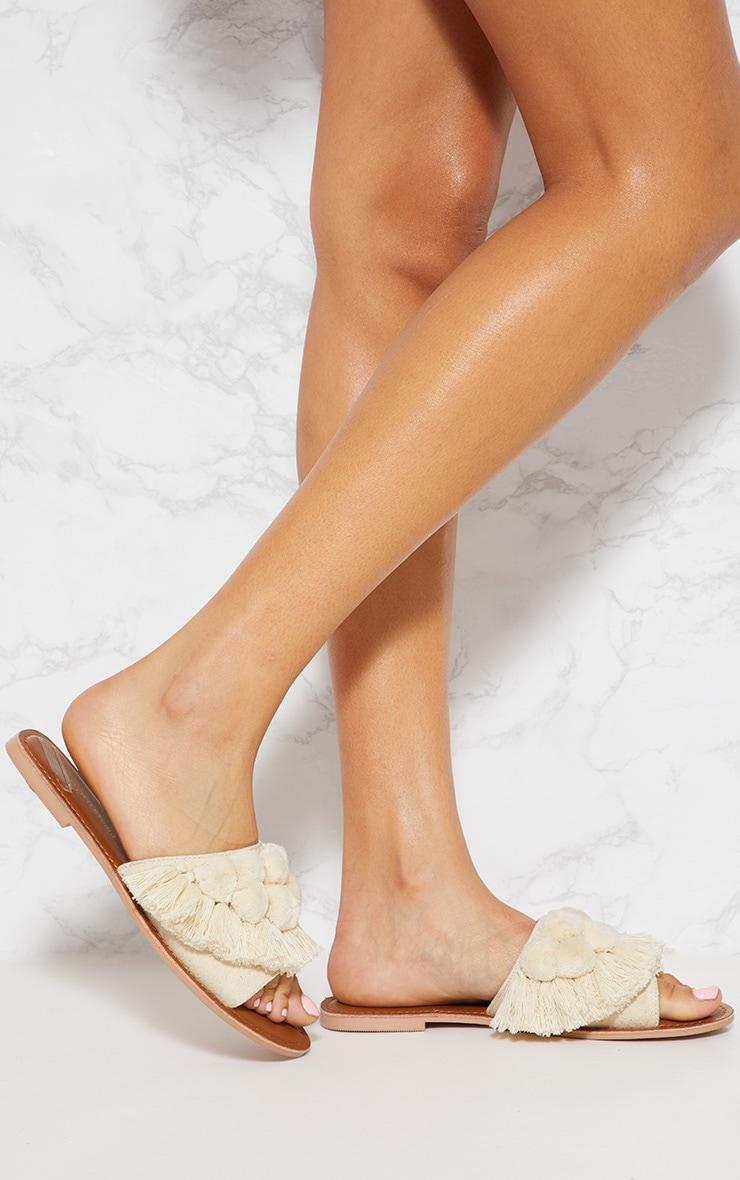 Sandales crème à pompons 2