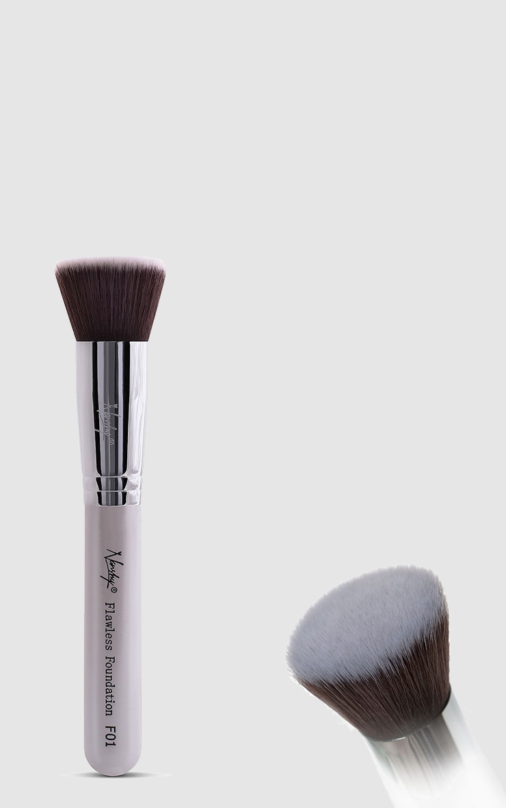 Nanshy Gobsmack Glamorous Pearlescent White Brush Set 2
