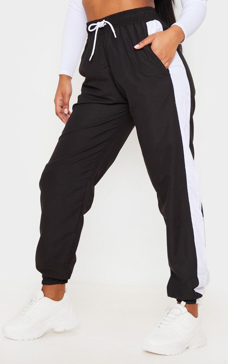 Jogging noir à partie latérale blanche 2
