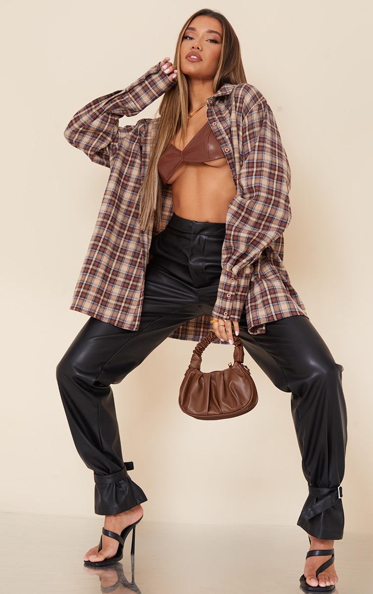 Pantalon droit en similicuir noir à détail chevilles 1