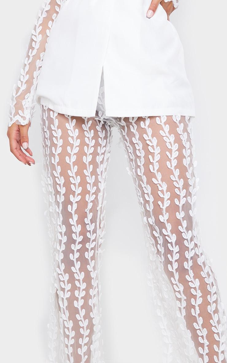 Pantalon jambes évasées blanc transparent en dentelle 4