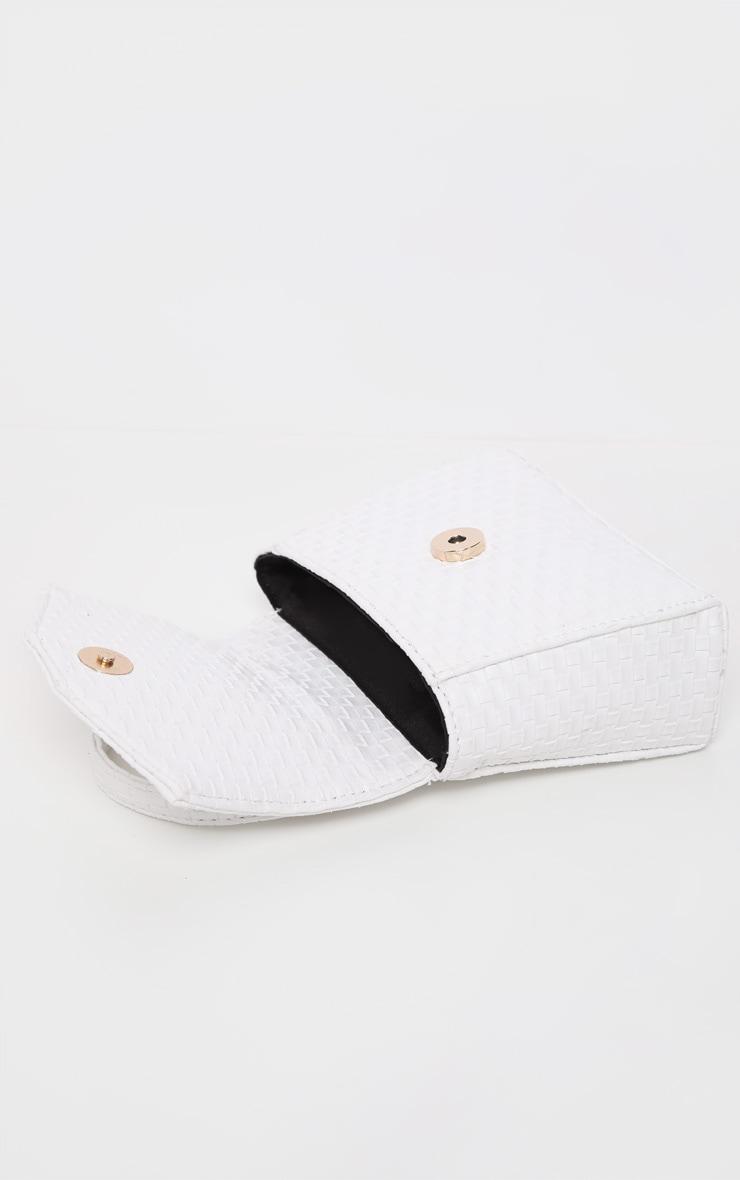 Ceinture-sacoche tissée blanche à détails en similicuir 5