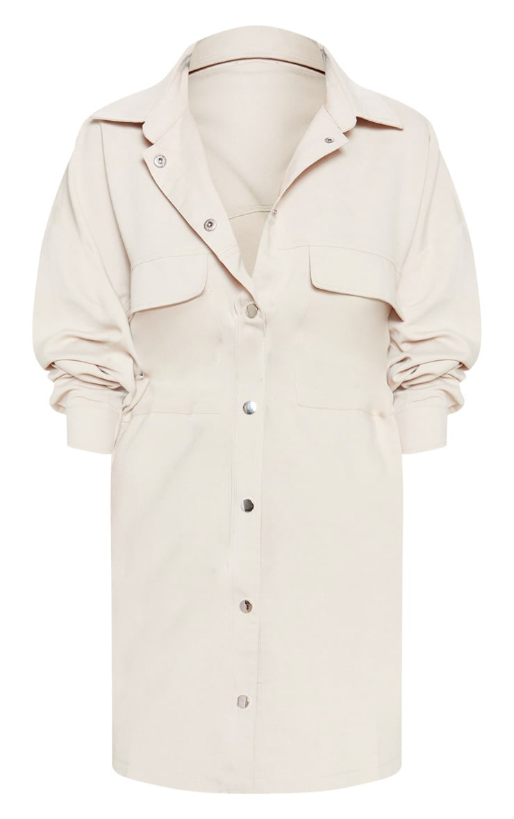 Robe chemise oversize gris pierre style cargo à boutons pression  3