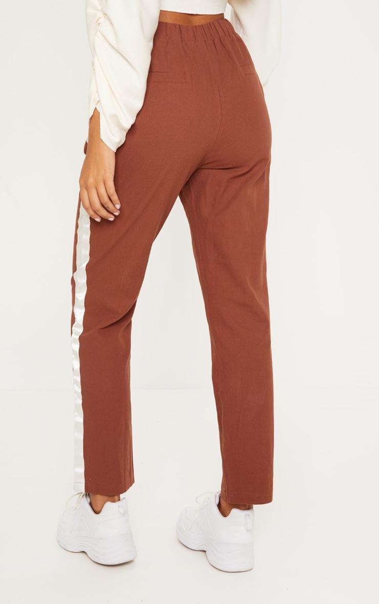 Pantalon ajusté marron chocolat à bande satinée 4