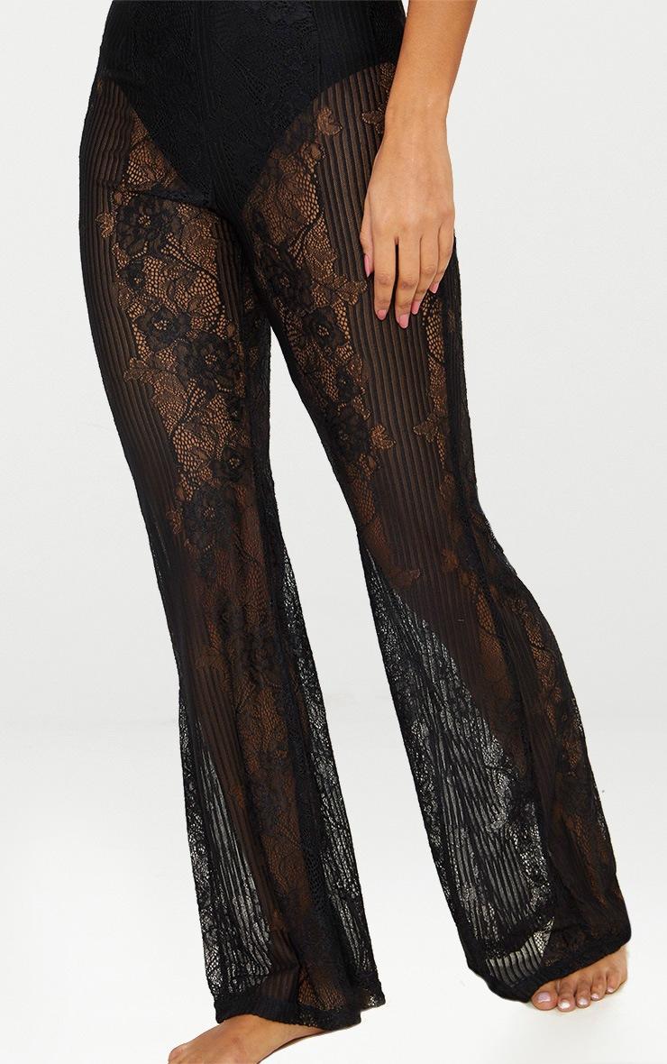 Pantalon flare en dentelle noire 4