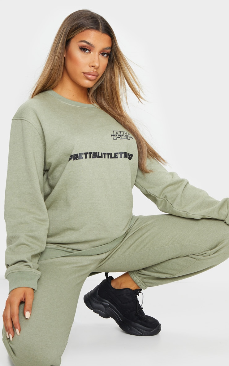 PRETTYLITTLETHING Sage Green Slogan Oversized Sweater 3