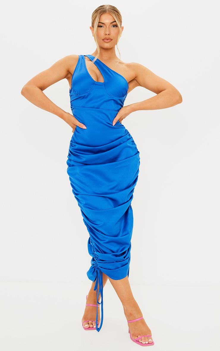 Robe longue satinée froncée bleue à bretelle unique et bonnets 1